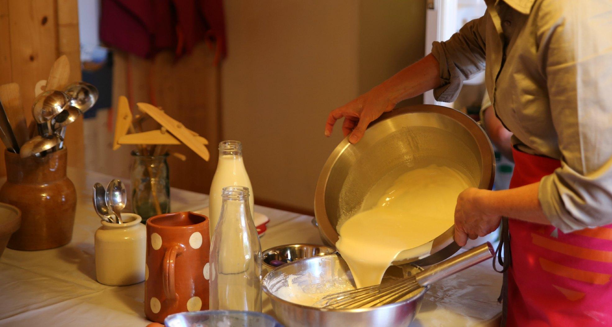 Stage crêpes bretonnes - Préparation de la pâte à crêpes froment - Atelier Crêpes et Découverte